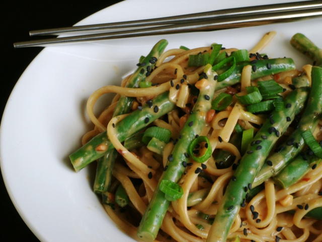 My Childhood Favorite with a Twist: Noodles and Green Beans with Asian Peanut Sauce
