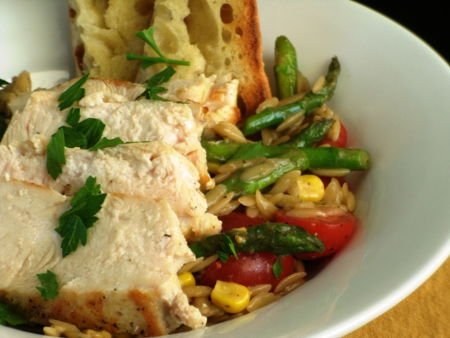 A Quick Dinner Between Stops: Tomato, Asparagus, & Pesto Salad with Chicken